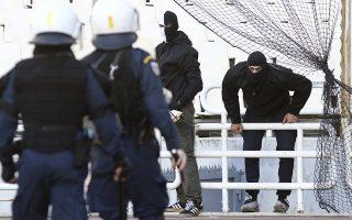 Επεισόδια σημειώθηκαν μεταξύ οπαδών και αστυνομικών κατά τη διάρκεια του αγώνα μεταξύ ΑΕΚ - ΠΑΟΚ για τον 76ο τελικό του Κυπέλλου Ελλάδος ποδοσφαίρου ανδρών, που διεξήχθη στο Ολυμπιακό Αθλητικό Κέντρο Αθηνών, Μαρούσι, Σάββατο 12 Μαΐου 2018. Ο αγώνας έληξε με σκορ 0-2. ΑΠΕ-ΜΠΕ/ ΑΠΕ-ΜΠΕ/ ΓΕΩΡΓΙΑ ΠΑΝΑΓΟΠΟΥΛΟΥ