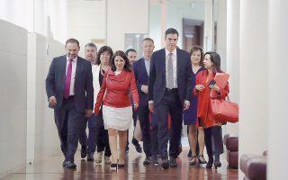 Ο επικεφαλής του ισπανικού Σοσιαλιστικού Κόμματος Πέδρο Σάντσεθ κατέθεσε πρόταση μομφής κατά του Ισπανού πρωθυπουργού Μαριάνο Ραχόι.