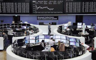 Στη Φρανκφούρτη (φωτ.) ο DAX ολοκλήρωσε τη συνεδρίαση με άνοδο 0,91%, ενώ στο Παρίσι ο CAC 40 έκλεισε ενισχυόμενος κατά 0,98%. Στο χρηματιστήριο του Μιλάνου ο FTSE MIB έκλεισε με κέρδη 0,29%, μετά τις ισχυρές απώλειες της Τετάρτης κατά 2,3%.