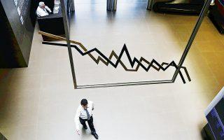 Το Χ.Α. παραδόθηκε χθες σε ένα ισχυρό sell-off, το οποίο περίπου στην πρώτη ώρα της συνεδρίασης άγγιξε το 3%, κοκκινίζοντας το ταμπλό με την τριάδα των μετοχών του ομίλου Κόκκαλη και τη Folli Follie να κινούνται με σημαντικές απώλειες κοντά στο 14%.