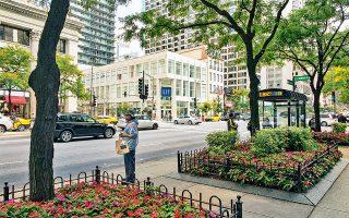 Κάντε τις αγορές σας στη λεωφόρο Μίσιγκαν – δεν λέγεται τυχαία Magnificent Mile. (Φωτογραφία: © Getty Images/Ideal Image)