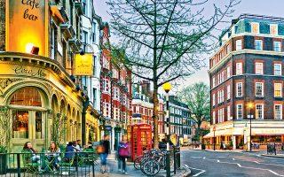 Στον κεντρικό δρόμο της συνοικίας, Marylebone High Street, την ώρα που δύει ο ήλιος. (Φωτογραφία: © Getty Images/Ideal Image)