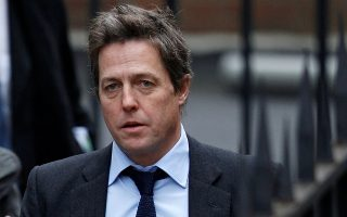 FILE PHOTO: British actor Hugh Grant arrives at the Leveson Inquiry at the High Court in central London, Britain November 21, 2011.   REUTERS/Andrew Winning/File Photo