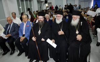 """Ο αρχιεπισκοπος Ιερωνυμοσ παρευρεθη σε Τιμητική εκδήλωση που διοργαωσει το Ίδρυμα YAD VASHEM, το Υπ. Παιδείας Έρευνας και Θρησκευμάτων και η Πρεσβεία του Ισραήλ για την απονομή του τίτλου του """"Δικαίου των Εθνών"""". Η εκδηλωση πραγαμτοποιηθηκε στο 2ο Γυμανσιο  Ελευσιανς και παρευρεθηκαν  οι Μητροπολιτες Ιλιου Αθηναγορας, Μεγαρων Κωνσταντινος ο Γ.Γ Θρησκευματων του υπ. παιδειας Γιωργος Καλαντζης και η επιτετραμενη της πρεσβεις του Ισραηλ   ΦΩΤΟ ΧΡΗΣΤΟΣ ΜΠΟΝΗΣ"""
