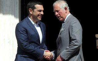 O πρωθυπουργός Αλέξης Τσίπρας (A) υποδέχεται τον πρίγκιπα της Ουαλίας, (Δ) κατά τη συνάντησή τους στο Μέγαρο Μαξίμου, Αθήνα, Τετάρτη 09 Μαϊου 2018. Το πριγκιπικό ζεύγος της Βρετανίας έρχεται στην Ελλάδα για τριήμερη επίσημη επίσκεψη. ΑΠΕ-ΜΠΕ/ΑΠΕ-ΜΠΕ/ΣΥΜΕΛΑ ΠΑΝΤΖΑΡΤΖΗ