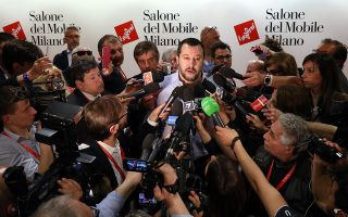"""Τα φώτα στην Ιταλία είναι στραμμένα στον ηγέτη της Λέγκας, Ματέο Σαλβίνι, ο οποίος χαρακτήρισε την Ε.Ε. «""""Τιτανικό"""", έτοιμο να βουλιάξει»."""