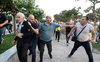 Φραστική και σωματική επίθεση δέχτηκε ο δήμαρχος Θεσσαλονίκης, Γιάννης Μπουτάρης, κατά τη διάρκεια των εκδηλώσεων για τη Γενοκτονία των Ποντίων, στην περιοχή του Λευκού Πύργου, Σάββατο 19 Μαΐου 2018. ΑΠΕ-ΜΠΕ /ΑΠΕ-ΜΠΕ/ STR