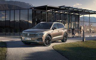 Το νέο Touareg Volkswagen δείχνει τον δρόμο προς το μέλλον, ενώ ταυτόχρονα προσδίδει στην κατηγορία του μία πρωτόγνωρη νότα δυναμισμού.