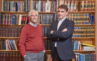 Ο ιδρυτής του δικηγορικού γραφείου BBS&G Ντάγκλας Μπρέγκμαν (αριστερά) και ο συνεργάτης του Ανδρέας Ακαράς κινητοποιήθηκαν για τη μήνυση εναντίον της Τουρκίας για υπόθαλψη τρομοκρατίας και εγκλήματα μίσους.