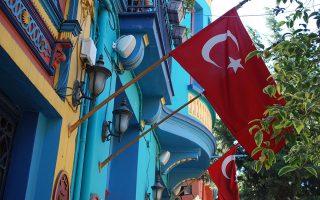 Από τις αρχές Απριλίου έχει επιταχυνθεί η πτωτική πορεία της τουρκικής λίρας, που από την αρχή του έτους έχει υποτιμηθεί κατά 9% έναντι του ευρώ.