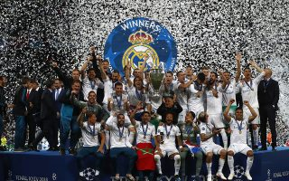 Real Madrid players celebrate with trophy after winning the Champions League Final soccer match between Real Madrid and Liverpool at the Olimpiyskiy Stadium in Kiev, Ukraine, Saturday, May 26, 2018. (AP Photo/Matthias Schrader)