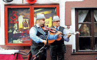 Γεύμα μετά μουσικής στη γειτονιά Skadarlija, τη «Μονμάρτρη του Βελιγραδίου». (Φωτογραφία: © ΑΝΤΩΝΗΣ ΔΗΜΑΣ)