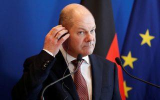 Ο νέος Γερμανός υπουργός Οικονομικών κ. Σολτς δεν επείγεται για άμεση λήψη αποφάσεων για το χρέος. Μάλλον προτιμά οι αποφάσεις να ληφθούν αφού παρουσιαστεί ένα αξιόπιστο αναπτυξιακό σχέδιο και αφού καθοριστεί το πλαίσιο της εποπτείας μετά τη λήξη του προγράμματος.