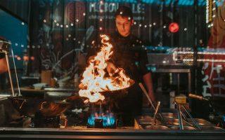 Φωτιές θα ανάψουν στο Street Food Festival με πιάτα από τη Λατινική Αμερική, την Ασία και τις χώρες της Μεσογείου, σε ένα γευστικό μωσαϊκό.