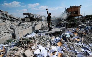 syria-28-nekroi-apo-tis-sfodres-ekrixeis-tis-paraskeyis-se-stratiotiko-aerodromio-2251615