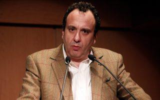 Ο Χρήστος Χωμενίδης παρουσιάζει το νέο του μυθιστόρημα «Ο φοίνικας», που κυκλοφορεί από τις εκδόσεις Πατάκη.