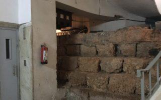 To «σύμπλεγμα» νέου και αρχαίου οικοδομήματος στην οδό Δραγατσανίου