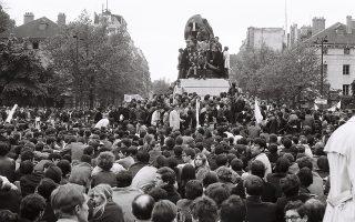 Στιγμιότυπο από τις μεγάλες συγκεντρώσεις των φοιτητών στο Παρίσι. Ο Μάης του '68 ήταν στιγμή, δεν ήταν νομοτέλεια.