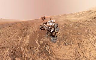 Πολύ ενδιαφέρουσες οι νέες ανακαλύψεις του «Curiosity» στον Αρη. Το όχημα αποκάλυψε τρεις διαφορετικούς τύπους οργανικών στοιχείων στο υπέδαφος του πλανήτη και διαπίστωσε μεγάλες εποχικές διακυμάνσεις στην ποσότητα ατμοσφαιρικού μεθανίου. Κι οι δύο ανακαλύψεις υποδεικνύουν ότι πιθανώς ο Αρης να φιλοξένησε στο παρελθόν κάποιες μορφές ζωής.