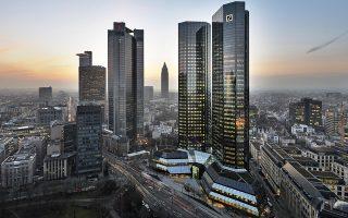 Η Deutsche Bank εφαρμόζει ευρύ πρόγραμμα αναδιοργάνωσης των δραστηριοτήτων της, με στόχο την αποκατάσταση της εμπιστοσύνης των επενδυτών και την κερδοφορία. Στο πλαίσιο αυτό, θα δοθεί έμφαση στις ευρωπαϊκές δραστηριότητές της και στη λιανική τραπεζική.
