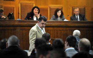 Απρίλιος 2015. Ο φυσικός αυτουργός της δολοφονίας του Παύλου Φύσσα, Γιώργος Ρουπακιάς, κάθεται στο εδώλιο. Από τότε έχουν περάσει τρία χρόνια και η δίκη συνεχίζεται.