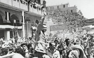 18.6.1956, Πορτ Σάιντ. Ο Αιγύπτιος πρόεδρος Νάσερ επευφημείται από το πλήθος. Λίγο μετά, θα ξεσπάσει η μεγάλη κρίση του Σουέζ.