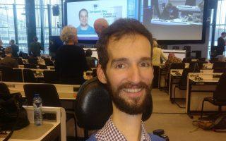 «Με ενδιαφέρει η πολιτική και δη η Ευρωβουλή», λέει o Στέλιος Κυμπουρόπουλος (φωτ. από την ετήσια συνάντηση του European Disability Forum στις Βρυξέλλες).