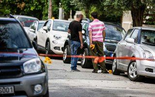 Ο Μανώλης Καραγιάννης έπεσε αιμόφυρτος στη συμβολή Αίαντος και Ναϊάδων, στο Παλαιό Φάληρο. Δέχθηκε πάνω από δέκα σφαίρες από δύο δράστες που επέβαιναν σε μοτοσικλέτα.