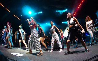 Η Μαρίνα Σάττι & Fonέs τραγουδούν για την ισότητα των φύλων.