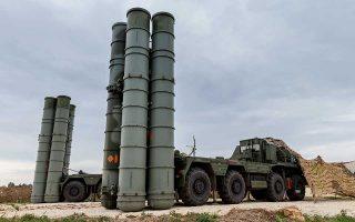 Σύστημα αεράμυνας με πυραύλους S-400 εικονίζεται στη ρωσική βάση Χεμεϊμίμ της Συρίας.