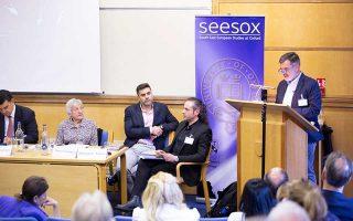Το συνέδριο με τίτλο «Διασπορά και εθνικό κέντρο σε ρευστό τοπίο», που πραγματοποιήθηκε στο Πανεπιστήμιο της Οξφόρδης, καταπιάστηκε με πολλές από τις ελπιδοφόρες, αλλά και τις πιο προβληματικές πτυχές της σχέσης μεταναστών και ομογενών με την Ελλάδα.