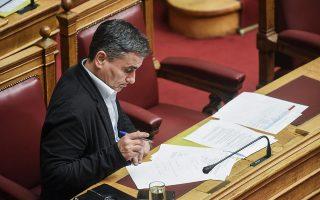 Το πολυνομοσχέδιο που κατέθεσε η κυβέρνηση προβλέπει μείωση του συντάξεων το 2019 και του αφορολογήτου το 2020.