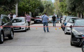 Οι δράστες ήταν τουλάχιστον τέσσερις, οι δύο επέβαιναν σε μηχανή και άλλοι δύο ή τρεις σε Ι.Χ., οχήματα που δεν έχουν εντοπιστεί ακόμη.