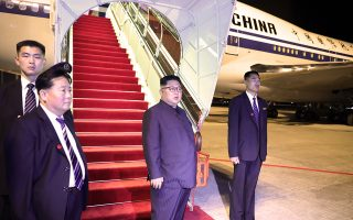 epa06804811 A handout photo made available by the Ministry of Communications and Information (MCI) of Singapore on 13 June 2018 shows North Korean leader Kim Jong-un (C) moments before boarding an Air China aircraft to depart from Changi Airport in Singapore, 12 June 2018, after his meeting with US President Donald J. Trump at the Capella Hotel on Sentosa Island.  EPA/SINGAPORE MINISTRY OF COMMUNICATIONS AND INFORMATION HANDOUT  HANDOUT EDITORIAL USE ONLY/NO SALES/NO ARCHIVES