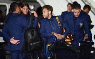 Ο Νεϊμάρ και η παρέα του έφθασαν χθες το πρωί στη Ρωσία έχο-ντας ανεβάσει ρυθμούς ενόψει της κυριακάτικης πρεμιέρας τους στο Παγκόσμιο Κύπελλο.