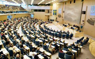 Οι Σουηδοί βουλευτές θέλουν να είναι υποχρεωτικό για τις μεγαλύτερες τράπεζες της χώρας να παρέχουν μετρητά στους πελάτες τους και επίσης να δέχονται την κατάθεση μετρητών.