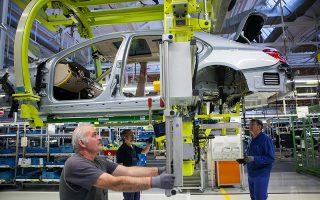 Σε έκθεσή του ο ΟΟΣΑ εκτιμά ότι η γερμανική οικονομία θα εμφανίσει ισχυρή ανάπτυξη τα επόμενα χρόνια. Ομως, η ένταση στις εμπορικές σχέσεις με τις ΗΠΑ προκαλεί ανησυχία και μειώνει την επενδυτική εμπιστοσύνη των Γερμανών επιχειρηματιών.