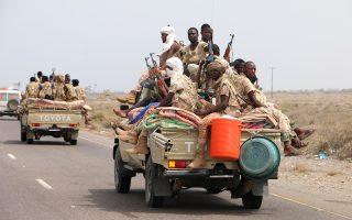 Στρατιωτικές δυνάμεις του Σουδάν, που συμμετέχουν στον υπό σαουδαραβική ηγεσία συνασπισμό εναντίον των Χούθι, συγκεντρώνονται στα περίχωρα της πόλης Χοντέιντα, εν αναμονή της σαρωτικής εφόδου.