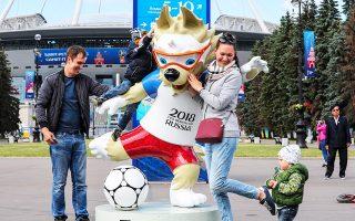 Το 21ο Παγκόσμιο Κύπελλο Ποδοσφαίρου ανοίγει σήμερα τις πύλες του στη Μόσχα με τον εναρκτήριο αγώνα της διοργανώτριας Ρωσίας κόντρα στη Σαουδική Αραβία, συγκεντρώνοντας τα βλέμματα ολόκληρου του φίλαθλου κόσμου.