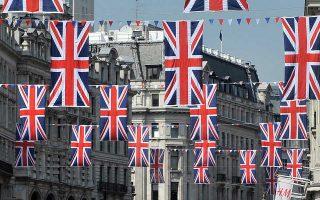 Οι αυξημένες λιανικές πωλήσεις του Μαΐου δεν αναιρούν τη γενικότερη πτωτική τάση που έχει καταγράψει το λιανικό εμπόριο στη Βρετανία.