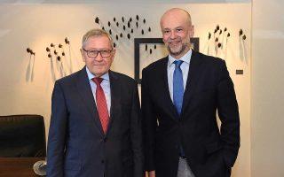 Ο πρόεδρος του ΣΕΤΕ Γ. Ρέτσος συναντήθηκε χθες με τον αντιπρόεδρο της Κομισιόν Β. Ντομπρόβσκις. Νωρίτερα μέσα στην εβδομάδα, ο κ. Ρέτσος (δεξιά) συναντήθηκε με τον Κλ. Ρέγκλινγκ, διευθύνοντα σύμβουλο του Ευρωπαϊκού Μηχανισμού Σταθερότητας, και συζήτησαν θέματα που συνδέονται κυρίως με την πορεία της ελληνικής οικονομίας.