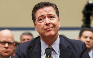 Ο πρώην διευθυντής του FBI Τζέιμς Κόουμι καταθέτει ενώπιον επιτροπής της Βουλής για την υπόθεση του ηλεκτρονικού ταχυδρομείου της Χίλαρι Κλίντον, τον Ιούλιο του 2016.