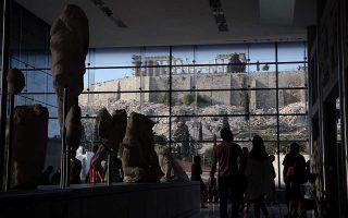 Μέσα Ιουνίου, μεσημέρι στο Μουσείο της Ακρόπολης...