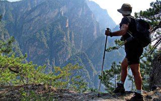 Οταν οι Ελληνες άρχισαν να ανακαλύπτουν την πατρίδα τους ως ξένη χώρα, επιδίωκαν να βρουν λιγότερο περπατημένα μονοπάτια και διαδρομές...