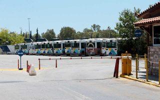 Το αμαξοστάσιο στο Ελληνικό θα έπρεπε να εκκενωθεί μέσα στον Μάρτιο, όμως τα λεωφορεία είναι ακόμη εκεί, ενώ δεν βρέθηκε νέος χώρος.