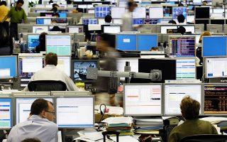 «Οι επενδυτές εξακολουθούν να αποσύρονται από κλάδους που είναι πιθανό να επηρεαστούν αρνητικά από την πολιτική της επιβολής δασμών, στην οποία έχουν εγκλωβιστεί οι μεγάλες οικονομίες», τονίζουν αναλυτές.