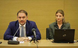 Ο πρόεδρος του Ξενοδοχειακού Επιμελητηρίου της Ελλάδος (ΞΕΕ) Αλέξανδρος Βασιλικός με την εκπρόσωπο του Συνδέσμου Νεοφυών Τουριστικών Επιχειρήσεων Ελλάδος Κατερίνα Σαντίκου κατά την παρουσίαση της συνεργασίας τους την Τρίτη στο ΞΕΕ.