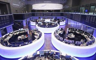 Στη Φρανκφούρτη ο δείκτης Dax υποχώρησε κατά 1,39%, ο γαλλικός δείκτης Cac-40 κατά 0,97% και ο ιταλικός FTSE Mib κατά 0,58%.