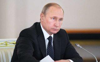 Μετά την επανεκλογή του τον Μάρτιο για μία τέταρτη θητεία, ο Βλαντιμίρ Πούτιν έδωσε εντολή στην κυβέρνησή του να θέσει στόχο τη μείωση της φτώχειας στο ήμισυ μέχρι το 2024 και να επιτύχει «σημαντικό άλμα» στο βιοτικό επίπεδο.