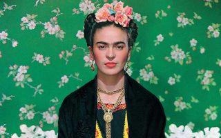 Πρώτη φορά η συγκεκριμένη έκθεση παρουσιάζει τα προσωπικά αντικείμενα της Φρίντα Κάλο δίπλα στα έργα της, αναδεικνύοντας τη μεταξύ τους σχέση.